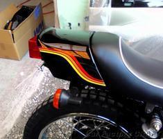 250TR 社外テールカウルのライン塗装